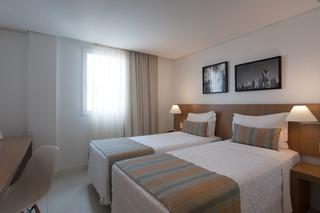 http://photos.hotelbeds.com/giata/42/427518/427518a_hb_ro_120.jpg