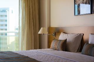 http://photos.hotelbeds.com/giata/42/427518/427518a_hb_ro_133.jpg