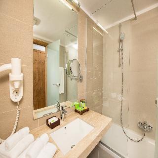 http://photos.hotelbeds.com/giata/42/428922/428922a_hb_ro_016.jpg