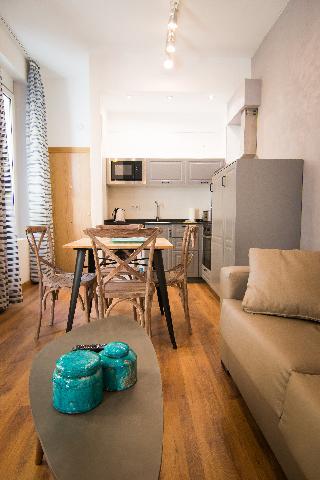 http://photos.hotelbeds.com/giata/43/437080/437080a_hb_ro_059.jpg