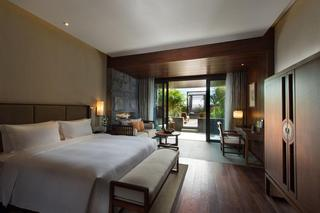 Hotels in Baoting Li: DoubleTree by Hilton-Qixianling Hot Spring