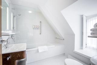 http://photos.hotelbeds.com/giata/46/462781/462781a_hb_ro_028.jpg
