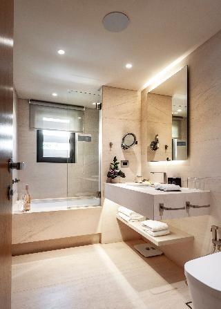 http://photos.hotelbeds.com/giata/47/470241/470241a_hb_ro_015.jpg