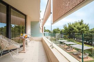 http://photos.hotelbeds.com/giata/47/470241/470241a_hb_ro_027.jpg