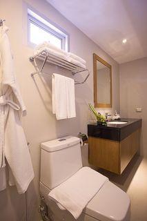 http://photos.hotelbeds.com/giata/48/480801/480801a_hb_ro_005.jpg