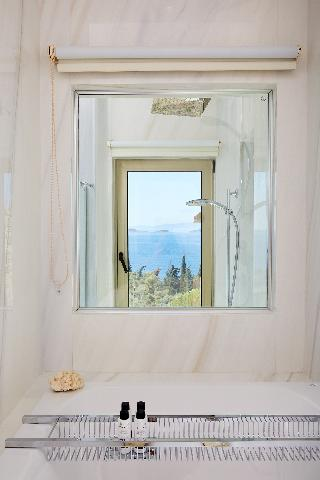 http://photos.hotelbeds.com/giata/49/498381/498381a_hb_ro_019.jpg