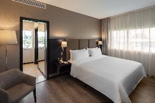 http://photos.hotelbeds.com/giata/55/552881/552881a_hb_ro_013.jpg