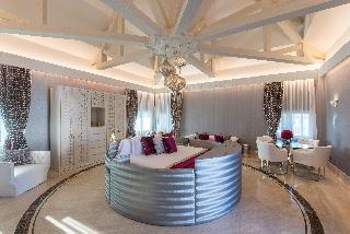 http://photos.hotelbeds.com/giata/55/553701/553701a_hb_ro_157.jpg