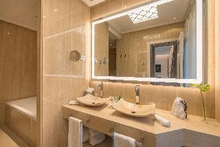 http://photos.hotelbeds.com/giata/55/553701/553701a_hb_ro_187.jpg