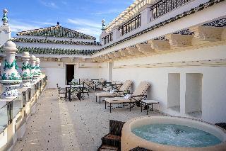 http://photos.hotelbeds.com/giata/55/553701/553701a_hb_ro_202.jpg