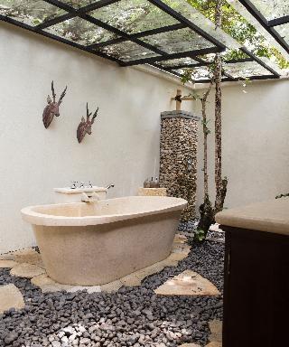http://photos.hotelbeds.com/giata/59/592063/592063a_hb_ro_003.JPG