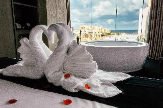 http://photos.hotelbeds.com/giata/60/602174/602174a_hb_ro_022.jpg