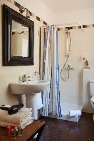 http://photos.hotelbeds.com/giata/63/632954/632954a_hb_ro_058.jpg