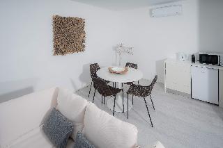 http://photos.hotelbeds.com/giata/65/651661/651661a_hb_ro_020.jpg