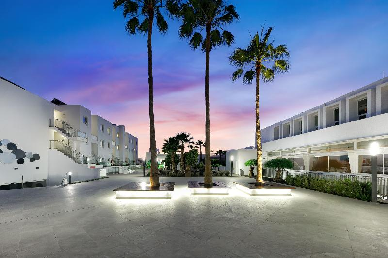 Aequora Lazarote Suites 7