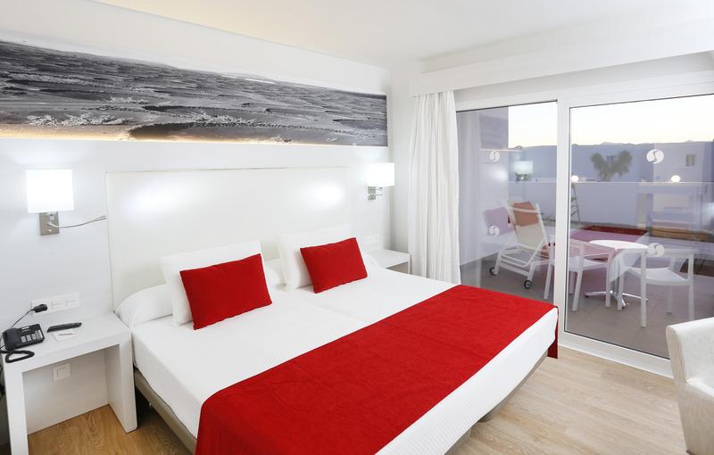 Aequora Lazarote Suites 15