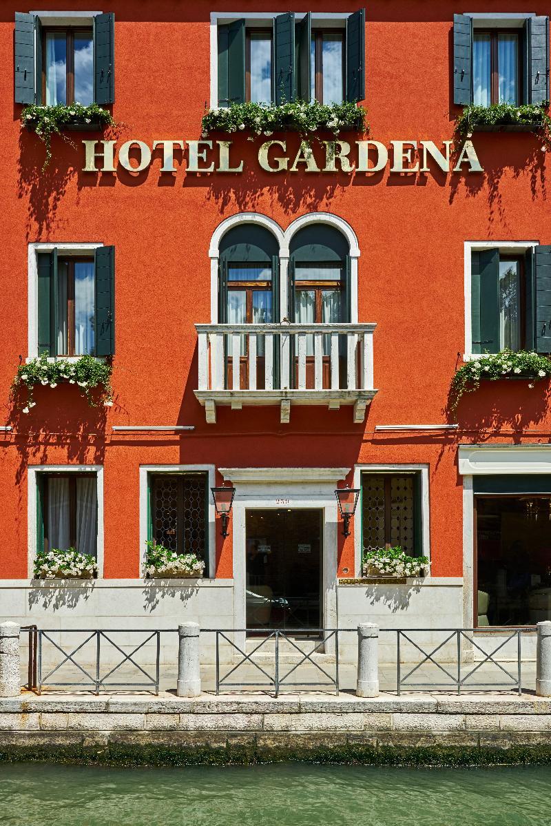 Hotel Gardena thumb-2