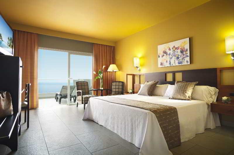 Adrian Hoteles Roca Nivaria 18