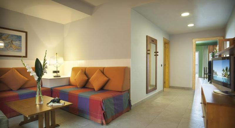 Adrian Hoteles Roca Nivaria 24