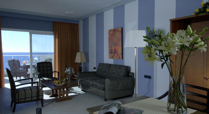 Adrian Hoteles Roca Nivaria 25