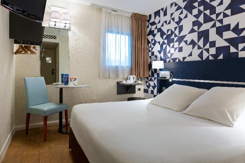 Best price on kyriad hotel paris porte d 39 ivry in paris for Standard hotel paris