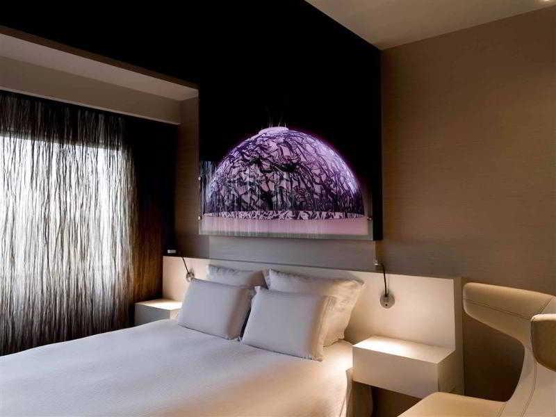 Double deluxe queen bed