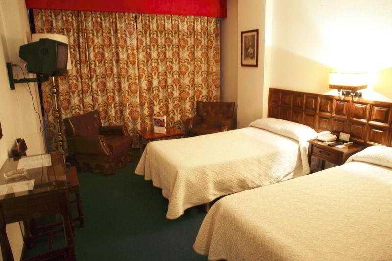 Hotel Monclús thumb-2