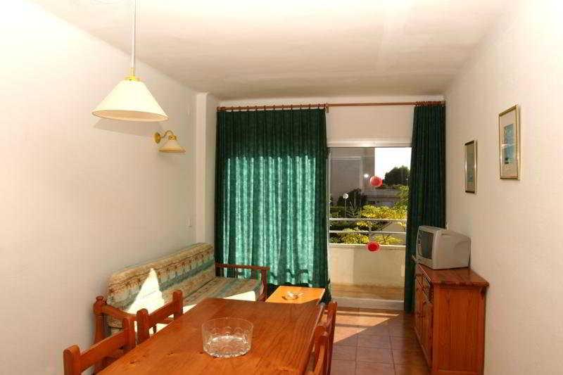 Apartamentos sa gavina medes l 39 estartit rumbo for Hoteles familiares cataluna