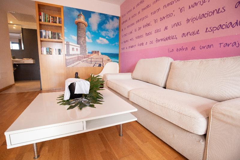 R2 Romantic Fantasía Suites Design Hotel & Spa 8