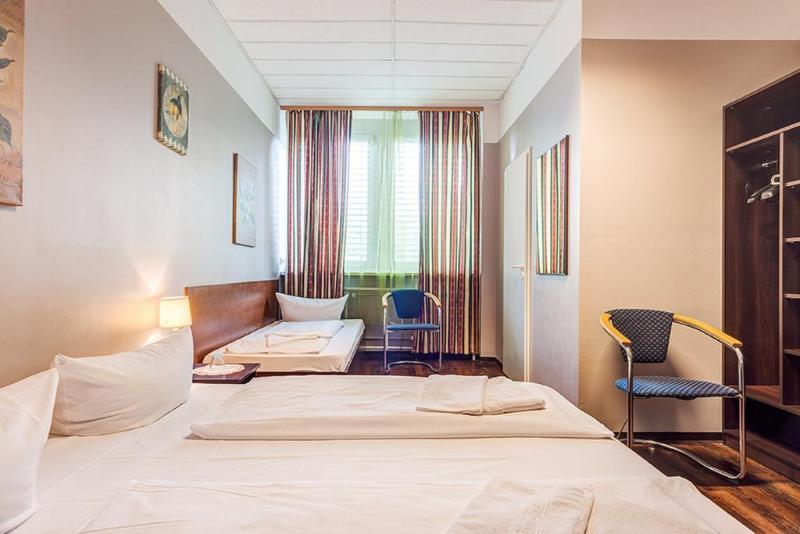 Hotel Arrival thumb-2