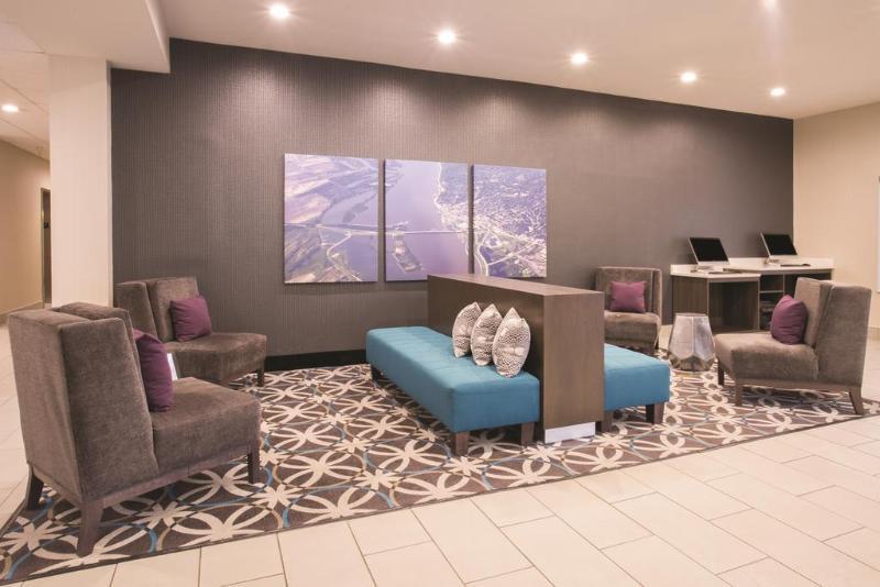 La Quinta Inn & Suites by Wyndham Pontoon Beach, Madison