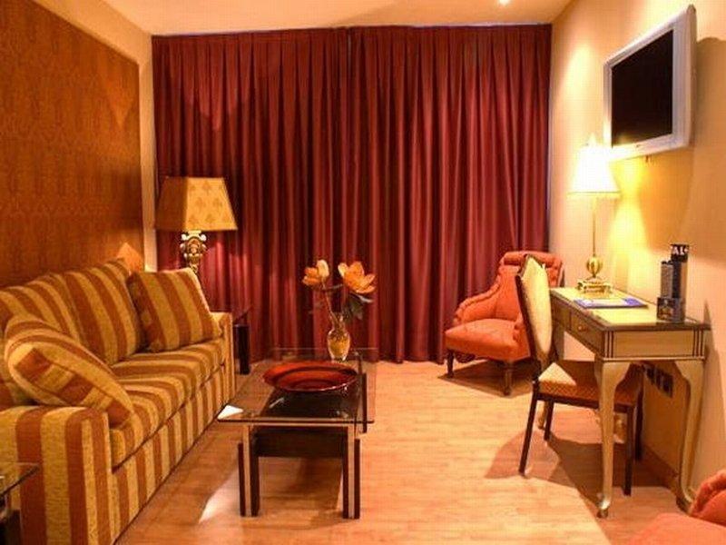 También podría interesarte Hotel Reina Cristina