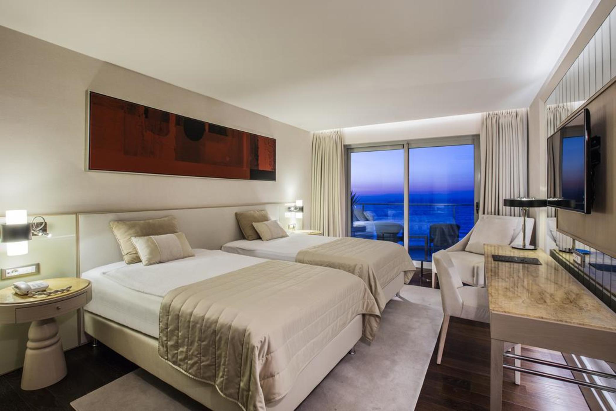 Charisma De Luxe Hotel