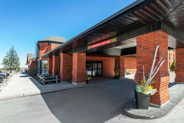 Comfort Hotel & Suites Peterborough, Peterborough