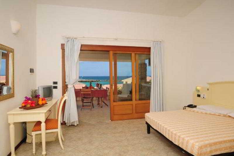AHG Marine Club Beach Resort en SAL REI