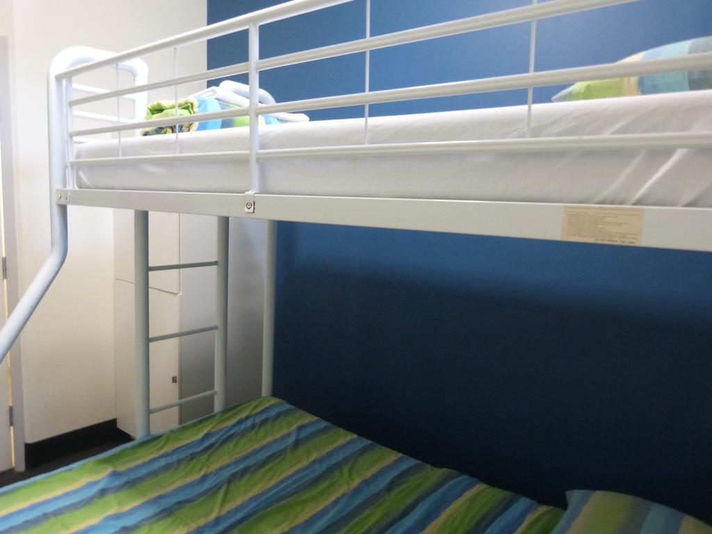 Melaleuca on Mitchell Backpacker Accommodation, City - Inner