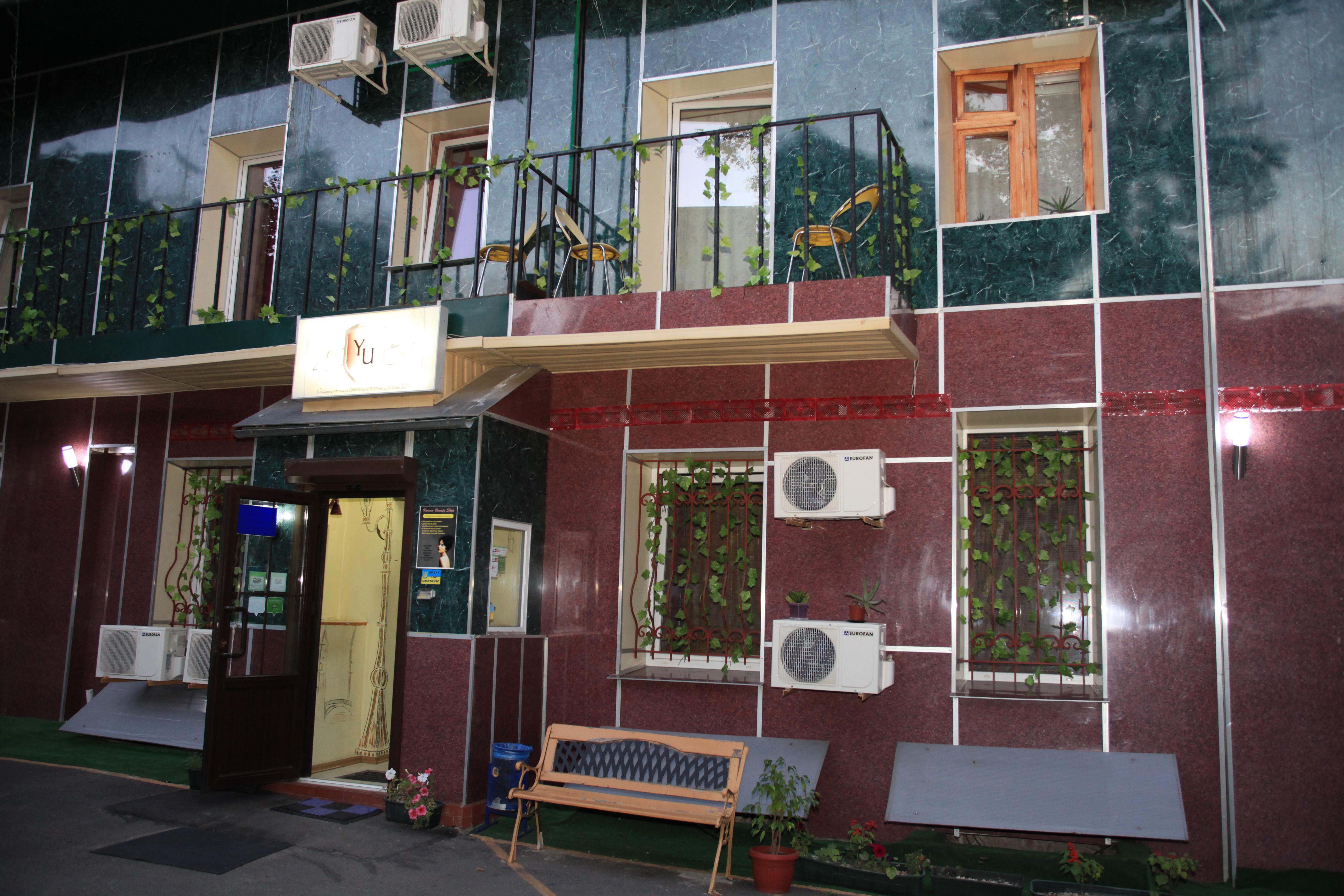 Yellow Unlimited Hotel, Kharkivs'ka