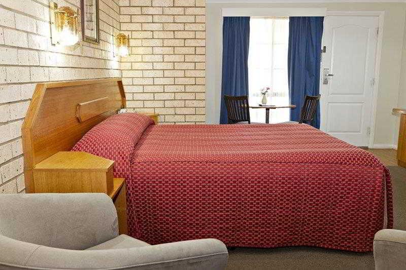 BEST WESTERN Hilltops Retreat Motor Inn, Young