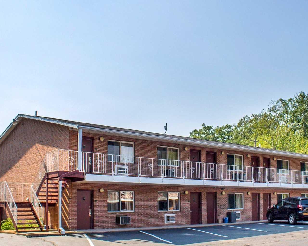 Econo Lodge Inn & Suites, Luzerne