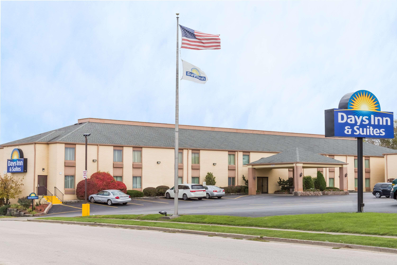 Days Inn & Suites by Wyndham Bloomington/Normal IL, McLean