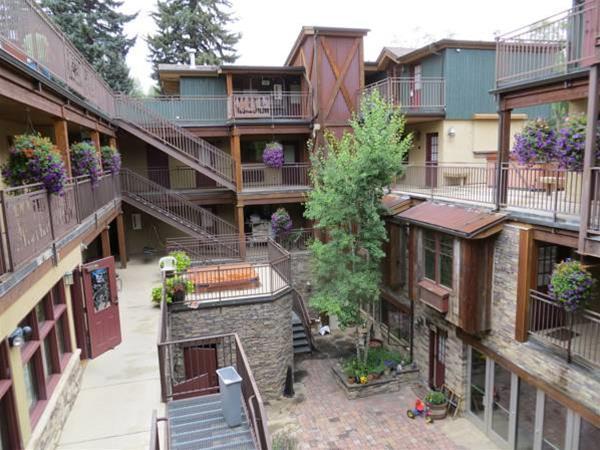 Annabelle Inn, Pitkin