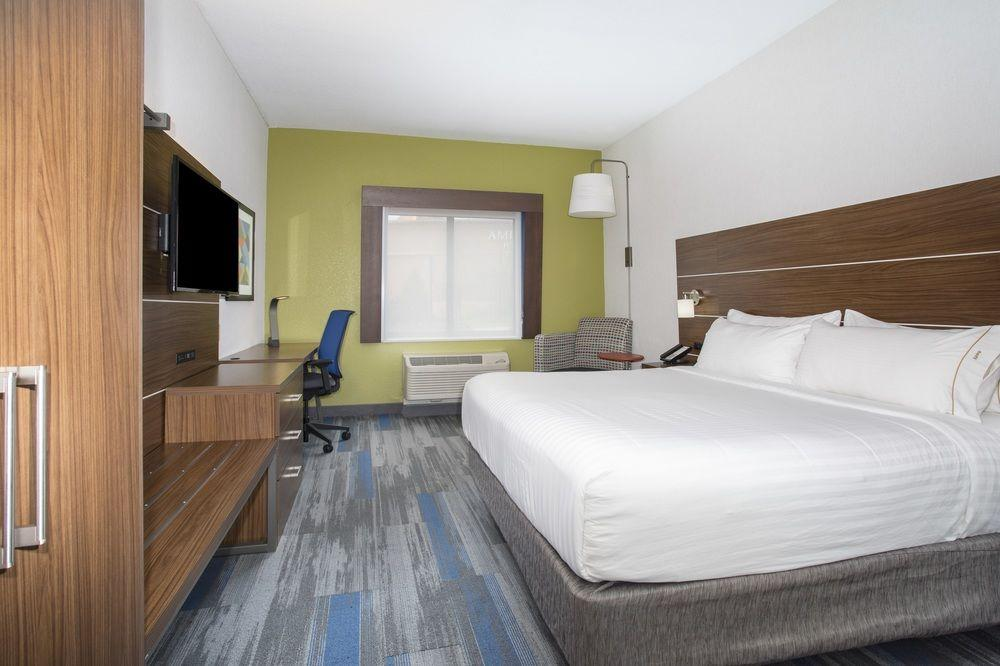 Holiday Inn Express Village West, Wyandotte