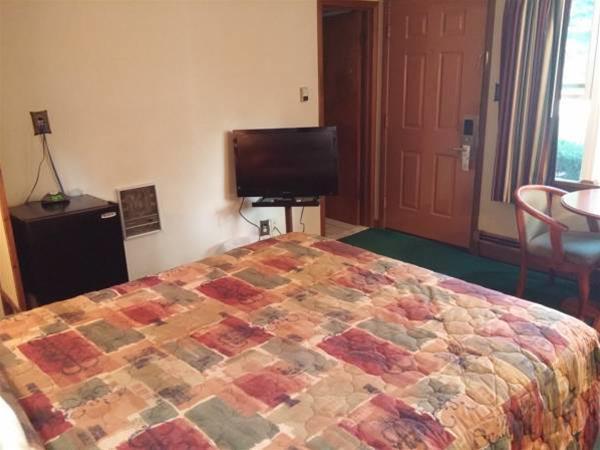 Milford Motel, Pike