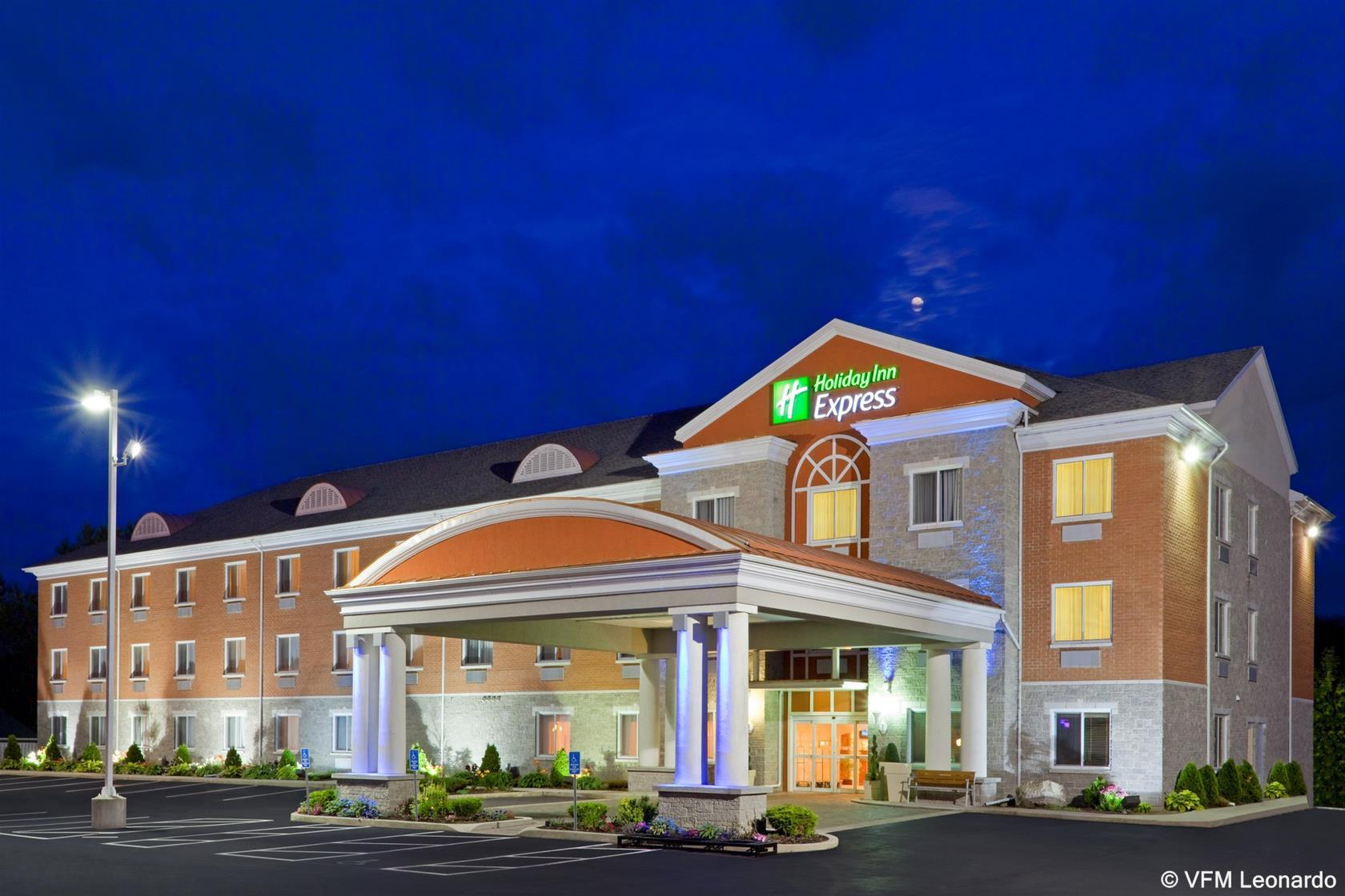 Holiday Inn Express Hotel & Suites, Leeds and Grenville