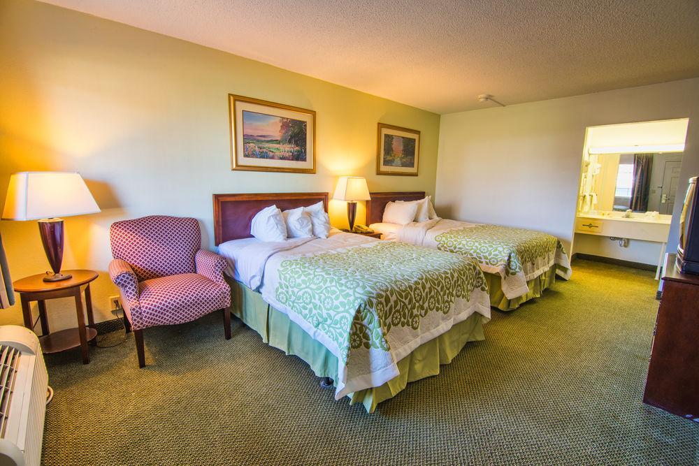 Days Inn & Suites Latham/Albany North, Albany