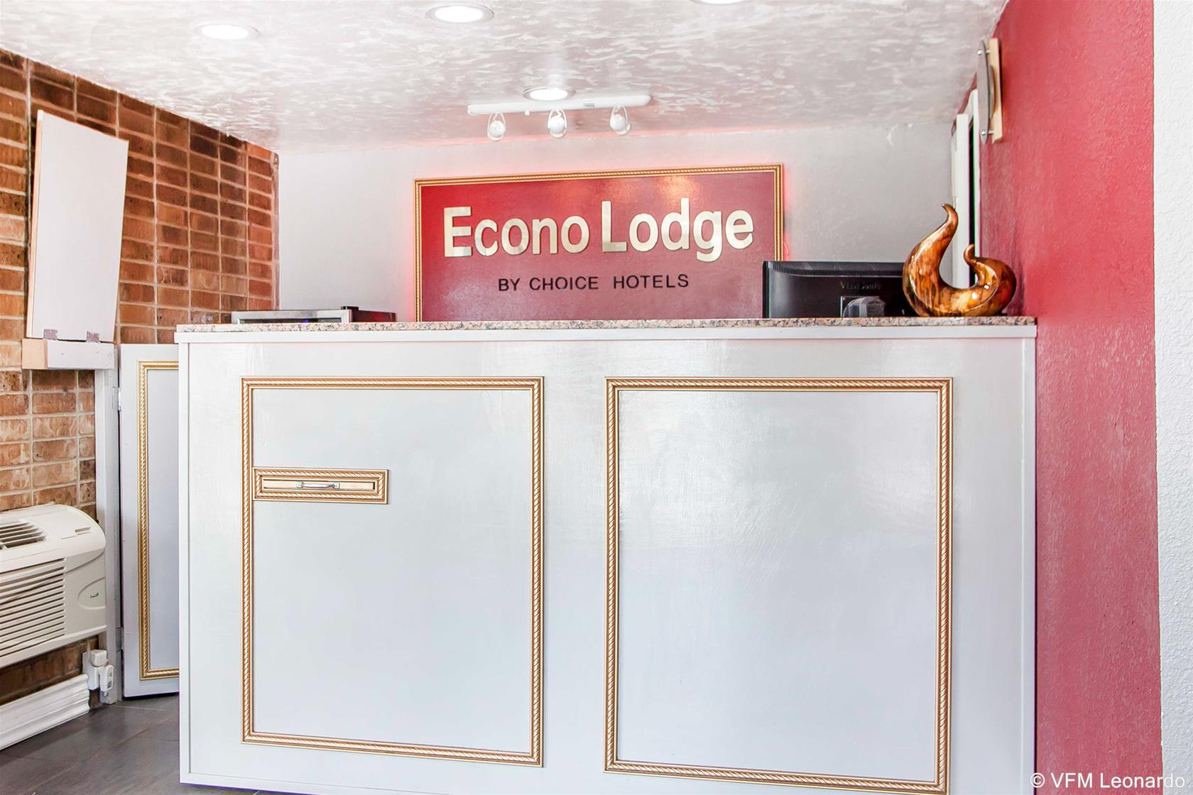 Econo Lodge, Clay