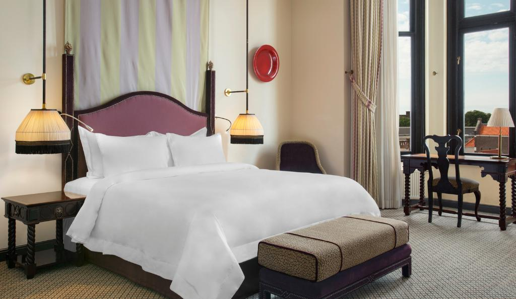 Double superior queen bed
