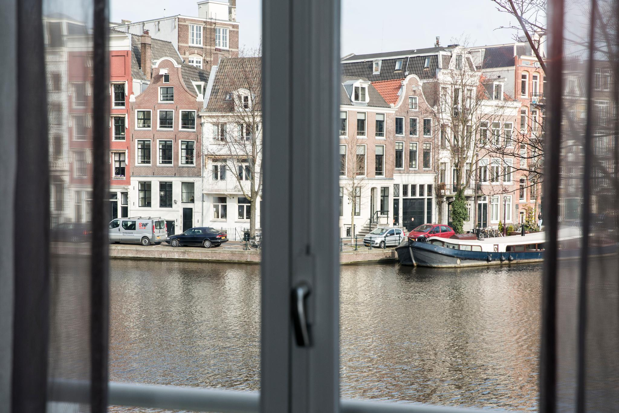 Twin canal view
