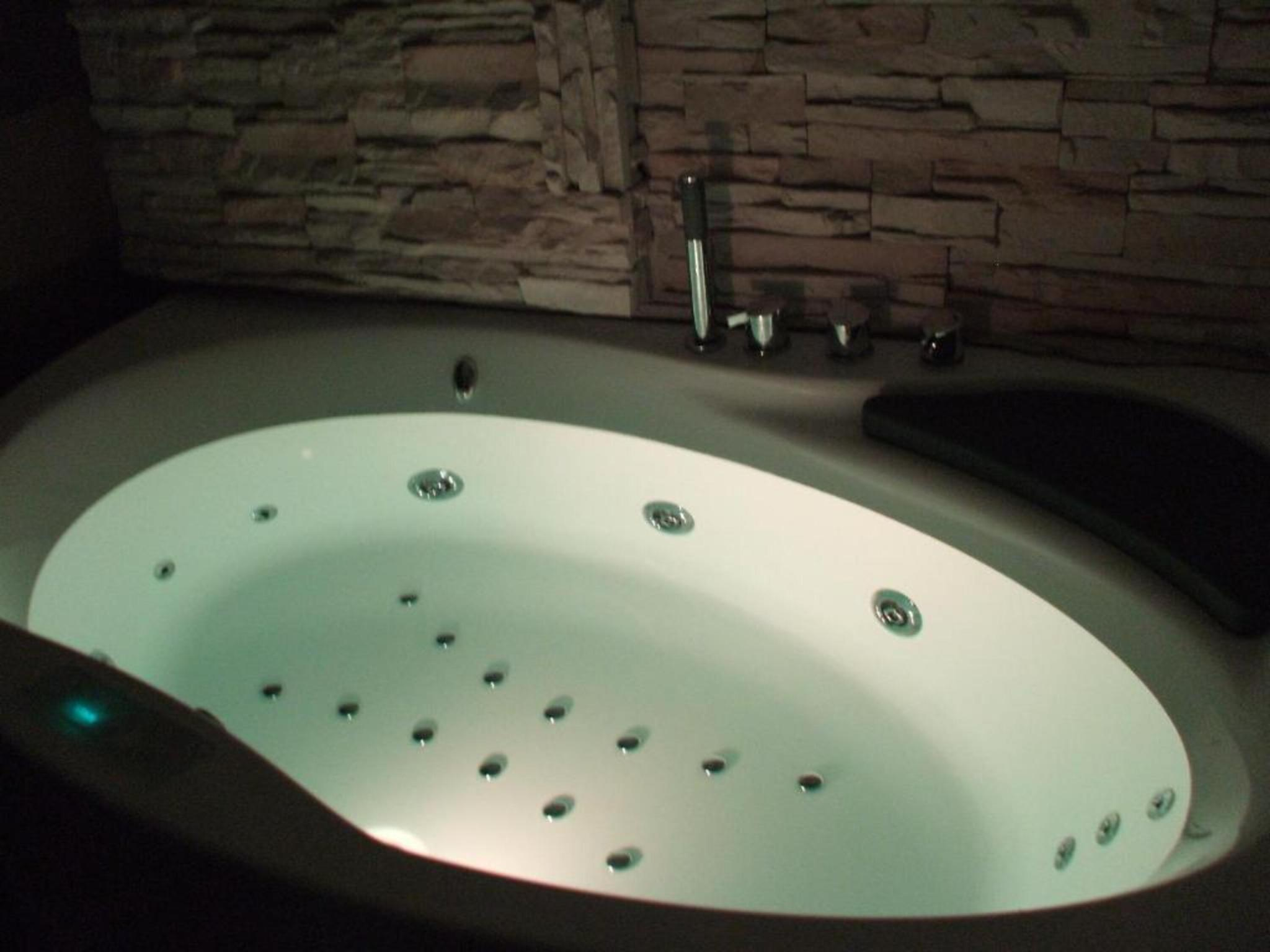 Suite king bed with jacuzzi