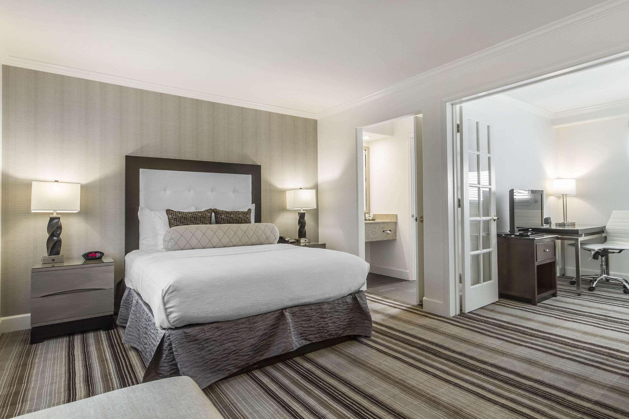 Suite queen bed non smoking